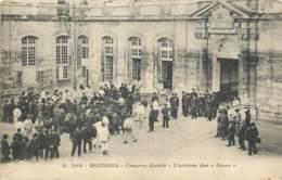 18 - BOURGES - Caserne Condé - Arrivée Des Bleus En 1915 - Bourges