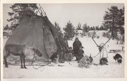 Lappalaisperhe Kodan Edustalla - Finland