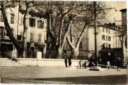 83 .. LE LUC EN PROVENCE .. PLACE DE LA LIBERTE .. 1957 .. BAR CENTRAL - Le Luc