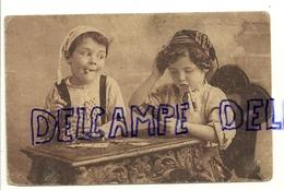 Deux Enfants Qui Jouent Aux Cartes, Fausses Cigarettes, ... - Playing Cards