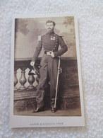 PHOTOGRAPHIE CDV - Officier Cavalerie Impériale [cliché MAYER PARIS Circa 1862] - Ancianas (antes De 1900)