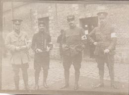 Photo 14-18 DOULLENS - Soldats De La Section Automobile Sanitaire Anglo-américaine (A211, Ww1, Wk 1) - Guerre 1914-18