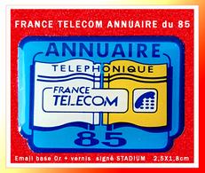 SUPER PIN'S FRANCE-TELECOM : L'ANNUAIRE TELEPHONIQUE Du Département 85 (Vendée) émail Base Or + Vernis 2,5X1,8cm - France Telecom