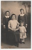 Carte Photo CHERRET  à 45 Pithiviers Famille Femme Avec Ses 3 Filles - Pithiviers