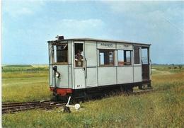 CPM . MUSEE DE PITHIVIERS . Automotrice Petroleo-electrique  CROCHAT . Livree Pour Le Reseau Du T.P.T. En 1922 . NON ECR - Treinen