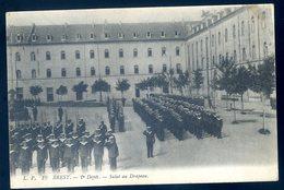 Cpa Du 29  Brest 2è Dépôt Salut Au Drapeau    JM15 - Brest