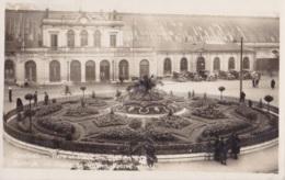 Photo Carte De Courtrai Gare Et Place Des Eperons D'Or Circulée En 1934 Avec Taxe Voir Verso - Kortrijk