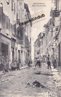 CPA - 04 - SISTERON (B.A.) - Rue Nationale, HOTEL VASSAUL, Epicerie DERIVE - Parfait état - Ves 1905 1910 - SUP - Sisteron