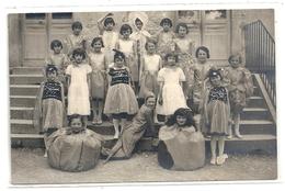GROUPE DE JEUNES FILLES DEGUISEES .photo LUC BOILLON - ARBOIS MONT S/S VAUDREY . NON ECRITE . 2 SCANES - Arbois