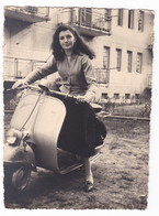 "MOTO SCOOTER - SCOOTER "" VESPA  ""  -  DONNa  -  FOTO ORIGINALE - Automobiles"