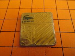 211a Pins Pin's / Rare & Belle Qualité  THEME PARFUMS / PARFUM LACOSTE CROCODILE - Parfums