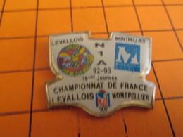 715c Pins Pin's / Rare & Belle Qualité  THEME SPORT / FOOTBALL 92-93 MATCH LEVALLOIS MONTPELLIER CHAMPIONNAT DE FRANCE - Football