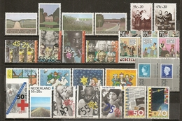 Pays-Bas Netherlands Collection Mint With Complete Sets - Sellos