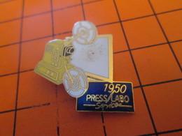 910e Pins Pin's / Rare & Belle Qualité  THEME PHOTOGRAPHIE : 1990 PROJECTEUR DE FILM 16 MM - Photographie