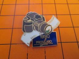 918c Pins Pin's / Rare & Belle Qualité  THEME PHOTOGRAPHIE : 1990 APPAREIL PHOTO COMPACT ET ZOOM - Photography