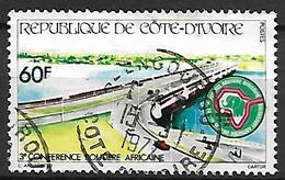 COTE  D' IVOIRE   -   1976 .  Y&T N° 421 Oblitéré.   Conférence Routière Africaine - Côte D'Ivoire (1960-...)