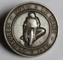 Broche Médaille Peu Courante Course Moto 24 Heures Du Mans 1982 - Motos