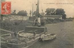 CPA 33 Gironde Latresne La Tresne Les Bords De La Garonne Bateau Péniche Barque - France