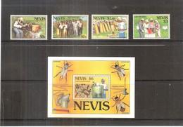 Apiculture - Série Complète Avec Bloc - Nevis - XX/MNH - Abejas