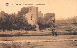 Tournai - Les Anciennes Fortifications - Avec Soldat - Tournai