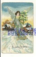 A Merry Christmas. Ange Dans Un Village Enneigé, Hotte De Jouets, Sapin - Anges
