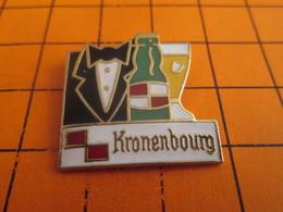 413e Pins Pin's / Rare & Belle Qualité  THEME BIERES / BIERE KRONENBOURG VERRE SERVEUR NOEUD PAPILLON - Bière