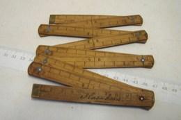 PL. 469. Petit Mètre En Bois, Complet En Centimètres Et En Pouces - Outils