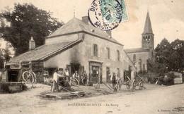 """Saint-Germain Des Rives  71   Le Bourg -L'Eglise -L""""Epicerie -le Forgeron Et La Cour Tres Animée - Autres Communes"""