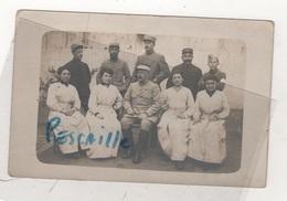 MILITARIA - CARTE PHOTO DE MILITAIRES DU 2E REGIMENT DE HUSSARDS A SAUMUR EN 1917 - AU DOS, LE NOM DES PERSONNES - Régiments