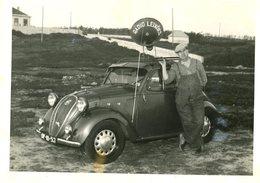 Fotografia 1954 Com Carro Antigo E RADIO LEIXÕES. Vintage Photo W/old Car From 1937 FIAT - SIMCA Topolino 5 Portugal - Photos