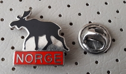 Norway Norge Coat Of Arms Natural Attraction Moose Pin - Cities