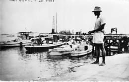 AFRIQUE NOIRE - GABON - PORT GENTIL :  Le  Port - CPSM Dentelée Noir Blanc PF- Black Africa - Gabon