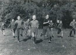 Snapshot Enfants Qui Courent Children Jeux Garçons Noir Et Blanc Vintage - Personnes Anonymes