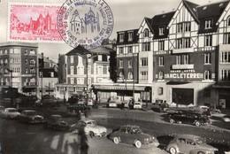 Saint-Brieuc  22   La Place Duguesclin Tres Tres Animée-Nombreuse Voitures( Premier Jour C N F Du 20 Mai 1972 - Saint-Brieuc