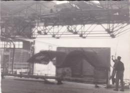 FABRICA CAMUS EN MONTEÇON. PHOTO ORIGINAL CIRCA 1960's SIZE 10x7cm  - BLEUP - Luoghi