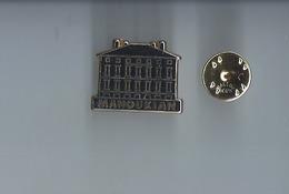 Pins -  Manoukian - Metargent -port 1€20 - Pin's