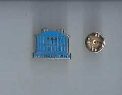 Pins -  Manoukian - Metargent - Rare  1€20 - Pin's
