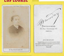 ֎ Photographie Albumen ֎ CDV Circa 1870 MANDAR à PARIS Portrait  Femme Elégante  ֎ 47 Rue OBERKAMPF - Photographs