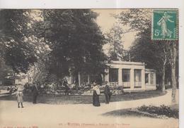 CPA-88-Vosges- VITTEL- Devant Le Tea-Room- - Vittel Contrexeville