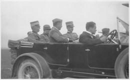 """D9290 """"FOTOCARTOLINA - VITTORIO EM. III CON ITALO BALBO ED IL GENERALE PUNTONI - ANNI 30 XX SEC"""" FOTO SU CARTA CRITERION - Automobiles"""