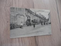 CPA 60 Oise Grand Fresnoy La Grand'rue Et La Maison Saltel écurie - Frankrijk