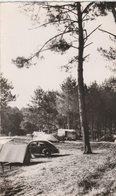 MIMIZAN (40). Campeurs Sur Les Bords Du Lac. Voiture Peugeot 203, Fourgon Citroën - Voitures De Tourisme