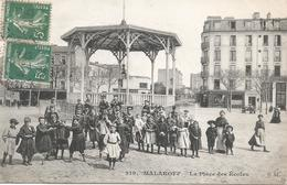 CPA 77 -  CPA--MALAKOFF (92) La Place Des écoles- Belle Animation - Malakoff