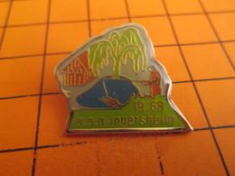 710B Pins Pin's / Rare & Belle Qualité  THEME ASSOCIATIONS / APP PECHE PECHEUR LAC POISSON INGERSHEIM - Associations