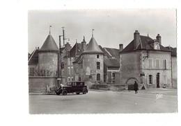 Cpm - 89 - CHABLIS - Les Vieilles Tours - Cap 41 - Voiture Ancienne - Pancarte Auxerre - - Chablis