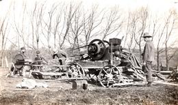 Real Photo Véritable - B&W RPPC - 1910-1930 - Woodcutter Bûcheron Machinery Men Cutting Wood - Animation - 2 Scans - To Identify