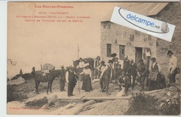 CAUTERETS : Excursion A Culaous,Massif D'Ardiden,Groupe De Touristes Devant Le Refuge. Phot Labouche. - Cauterets