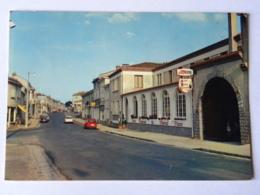 CPM (79) Deux Sèvres - CERIZAY - La Rue Principale  Et L'Hôtel Du Cheval Blanc - Cerizay