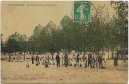 D92 - COURBEVOIE - EXERCICE PLACE CHARRAS - Nombreux Militaires-Quelques Enfants - Carte Tramée  Et Colorisée - Courbevoie