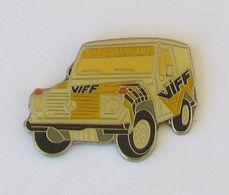 1 Pin's MERCEDES 4X4 - Mercedes